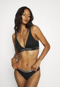 Calvin Klein Underwear - MODERN STRUCTURE - Sujetador sin aros - black - 3