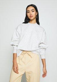 Weekday - AMAZE  - Sweatshirt - light grey - 0