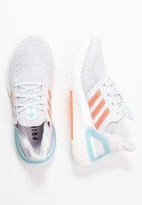 adidas Performance - ULTRABOOST 20 PRIMEBLUE  - Chaussures de running neutres - grey/true orange/blue spirit - 1