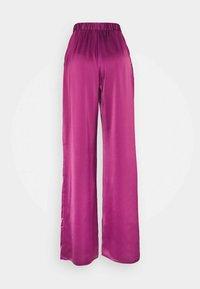 Who What Wear - WIDE LEG TROUSER - Trousers - deep berry - 1