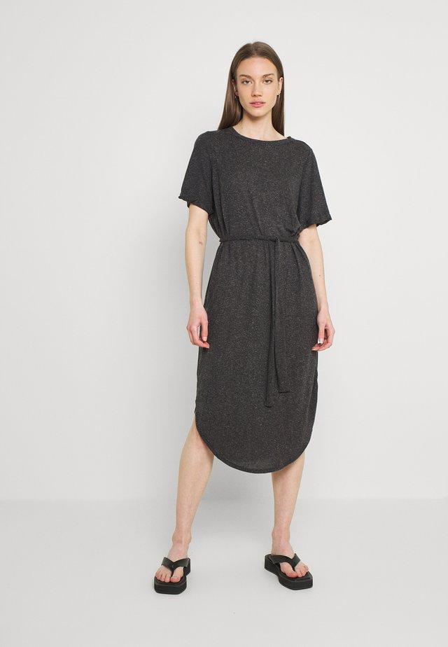 VMALONA 2/4 CALF DRESS - Žerzejové šaty - black