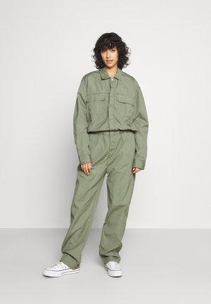 PEARL BOILER - Overall / Jumpsuit /Buksedragter - dollar green