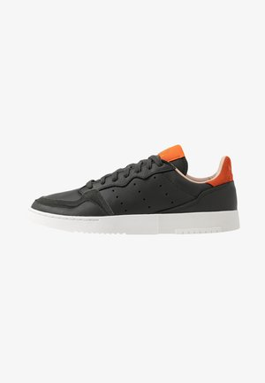 SUPERCOURT - Sneaker low - legend earth/orange