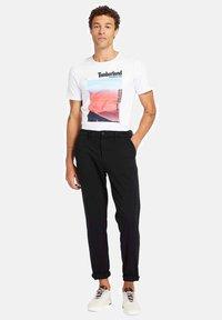 Timberland - T-shirt med print - white - 1