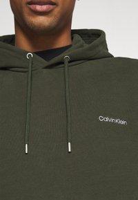 Calvin Klein - LOGO EMBROIDERY HOODIE - Sweat à capuche - green - 6