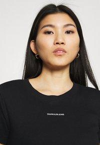 Calvin Klein Jeans - MICRO BRANDING CROP - T-shirt basic - black - 3
