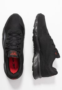 Reebok - RIDGERIDER 5.0 - Obuwie do biegania Szlak - black/radian red/pure grey - 1