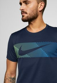 Nike Performance - Print T-shirt - obsidian/white - 4