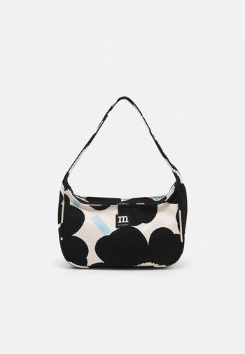 KÄENKUKKA PIENI UNIKKO - Handbag - off white/black/light blue