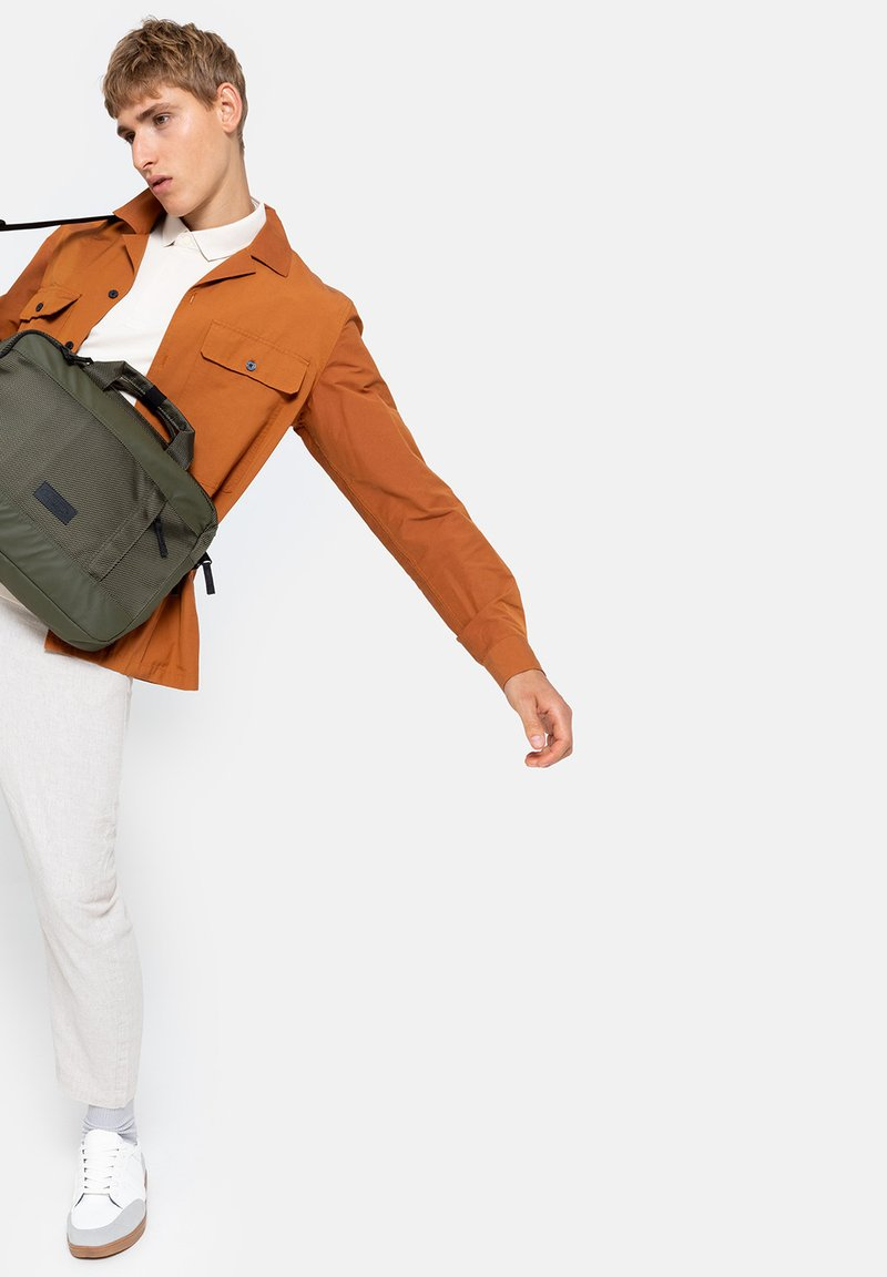 Eastpak - Briefcase - cnnct khaki