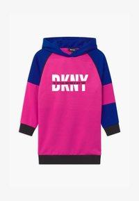 DKNY - HOODED - Denní šaty - fuschia - 0