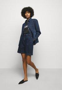 Alberta Ferretti - TROUSERS - Short en jean - blue - 1