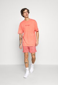 Nike Sportswear - WASH - Trainingsbroek - magic ember/sail
