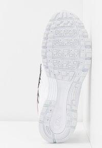 Nike Sportswear - P-6000 SE - Sneaker low - light soft pink/multicolor/white/black - 6