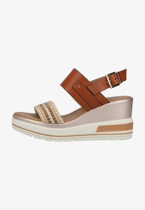 Wedge sandals - cognac
