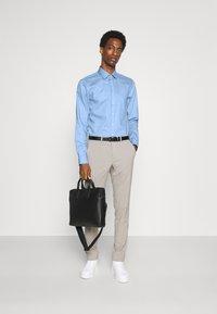 Calvin Klein Tailored - STRUCTURE SLIM  - Formal shirt - light blue - 1