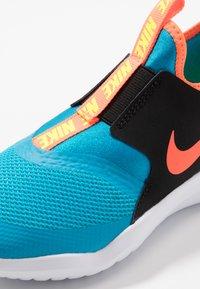 Nike Performance - FLEX RUNNER UNISEX - Laufschuh Neutral - laser blue/hyper crimson/black/lemon - 2