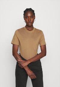 ARKET - Basic T-shirt - beige - 0