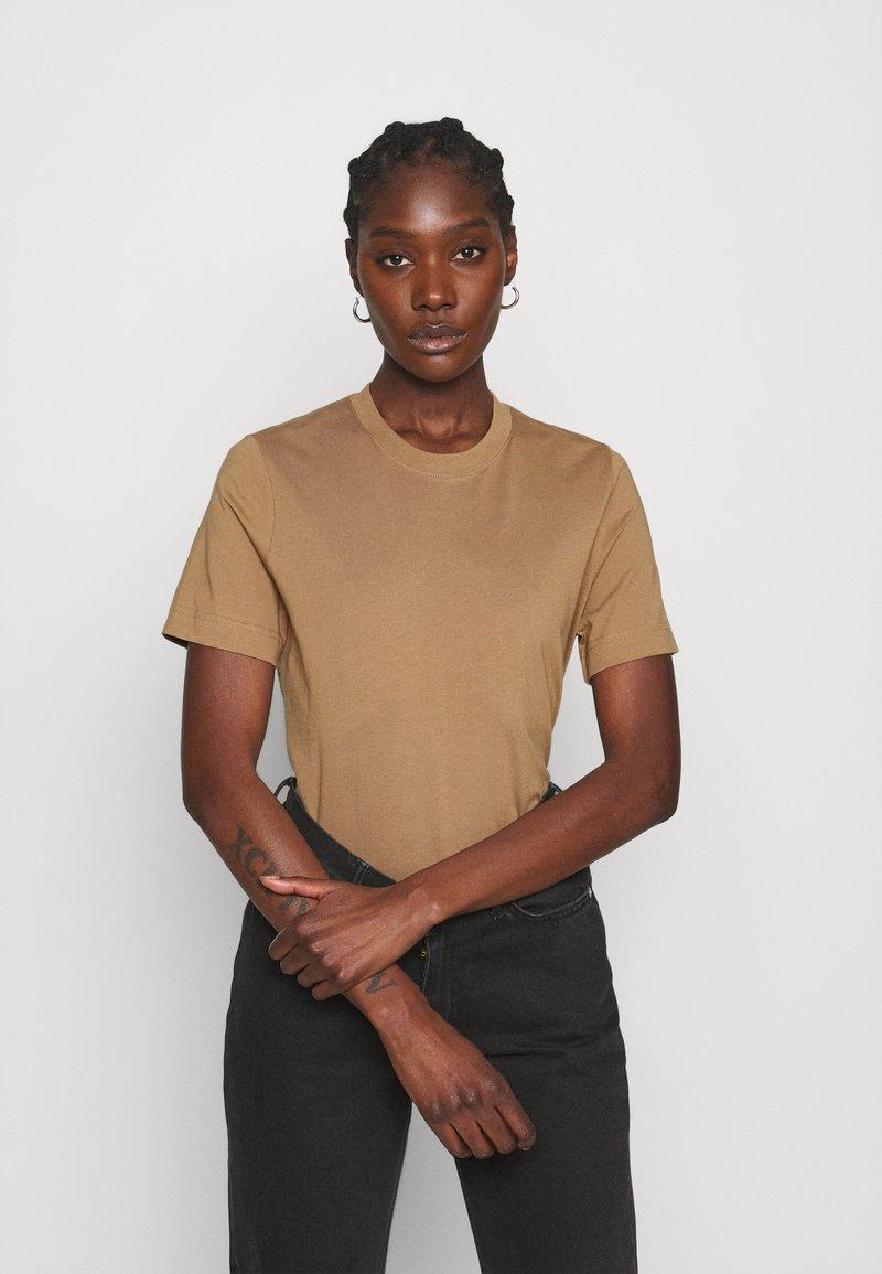 ARKET - Basic T-shirt - beige