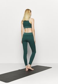 South Beach - LEOPARD SEAMLESS - Leggings - green - 2