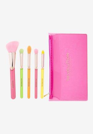 REVOLUTION NEON HEAT BRUSH SET - Makeup brush set - -