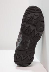 Hi-Tec - RAVUS VENT LOW WP WOMENS - Zapatillas de senderismo - charcoal/cool grey/clematis - 4