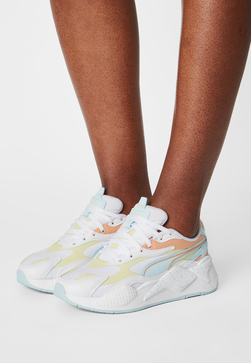 Puma - RS-X³PASTEL MIX - Sneakers laag - white/yellow pear/peach cobbler