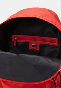 Guess - BACKPACK - Batoh - red - 2