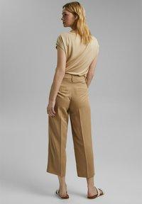 Esprit Collection - MIT BINDEGÜRTEL - Trousers - sand - 2