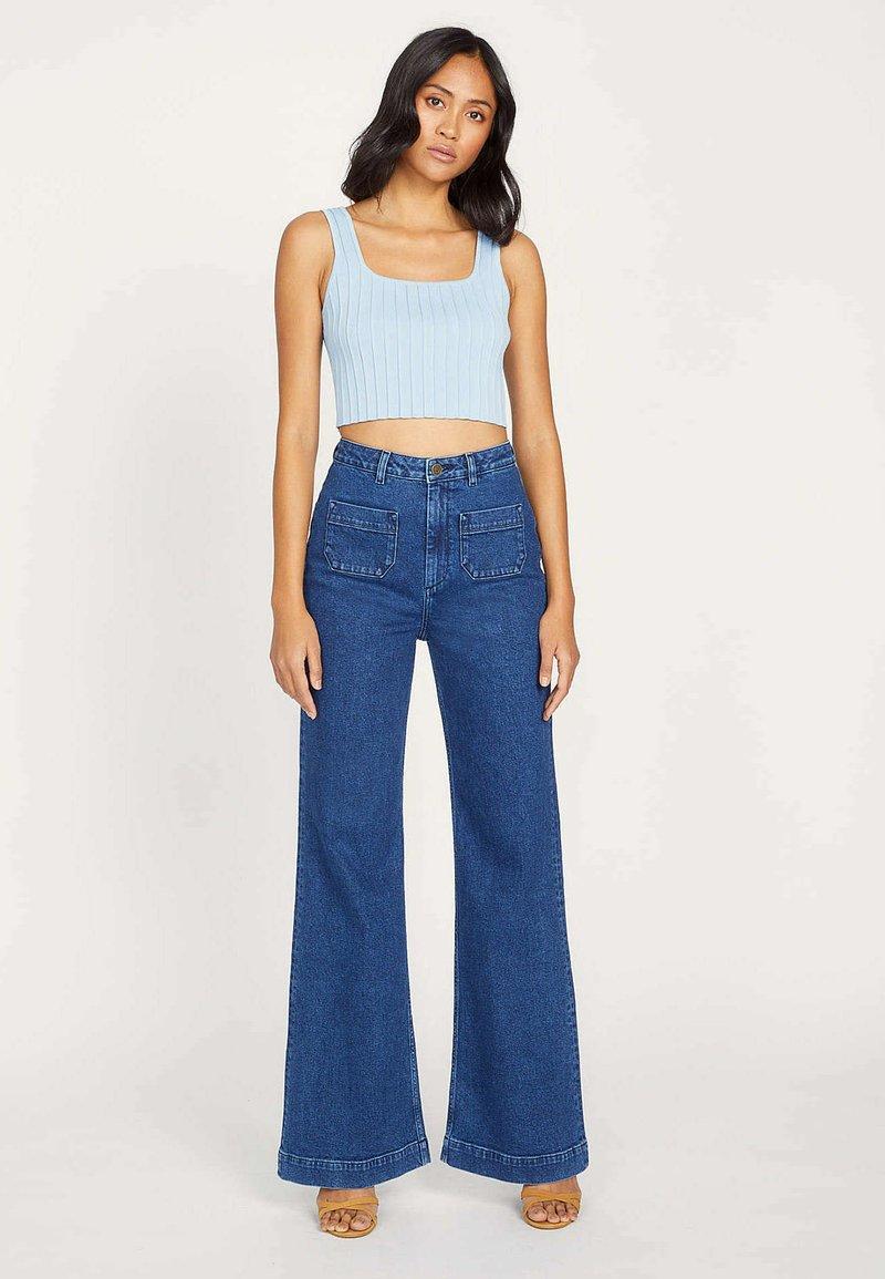 Kookai - ROMANTIQUE - Flared Jeans - yn-brut