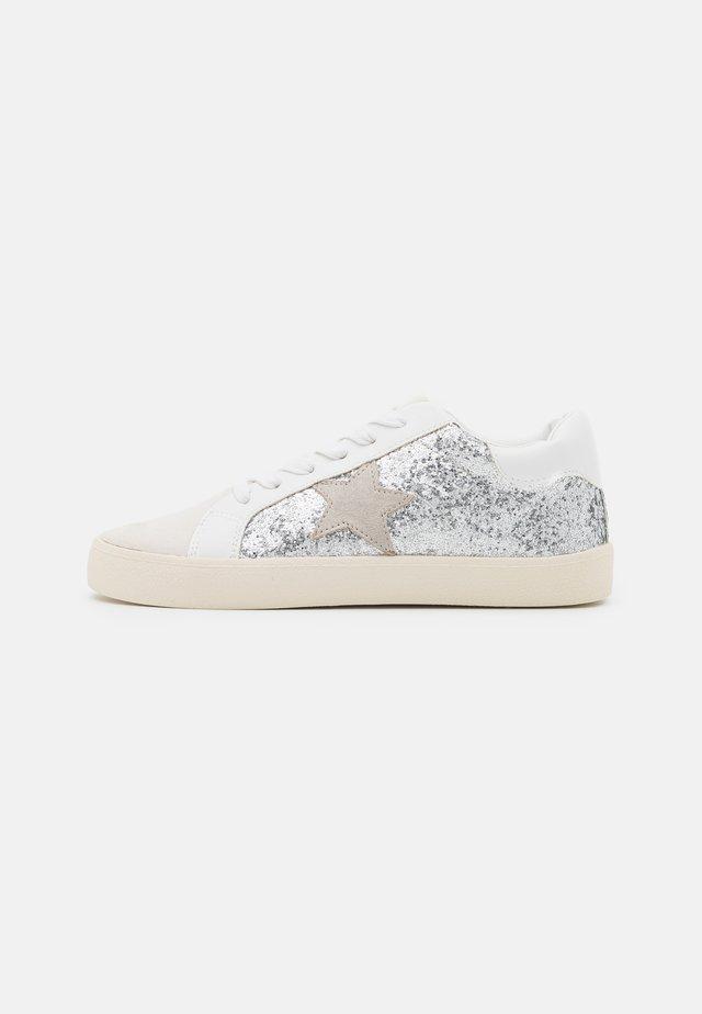 LARRK - Sneakers laag - silver