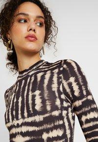 Miss Selfridge - DYE FUNNEL - Long sleeved top - multi - 5