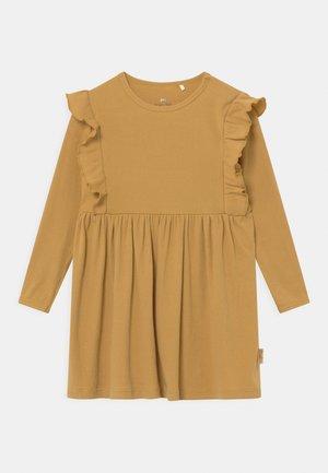 DRESS - Vestito di maglina - mustard gold