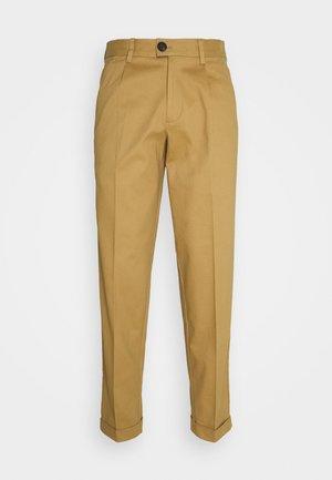 JJIBILL JJBRAD CROPPED - Trousers - beige