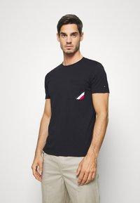 Tommy Hilfiger - POCKET TEE - Basic T-shirt - blue - 0