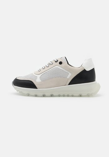 BY GUIDO MARIA KRETSCHMER - Sneakers laag - white/black