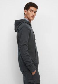 Marc O'Polo - Zip-up sweatshirt - phantom fear - 4