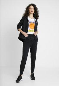 Nike Sportswear - W NSW TCH FLC PANT - Verryttelyhousut - black/white - 1