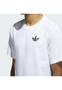 adidas Originals - STILL LIFE SUMMER SHORT SLEEVE T-SHIRT - Print T-shirt - white - 4