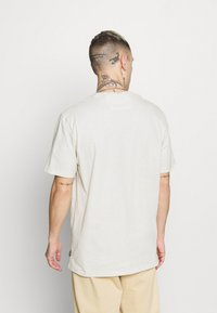 Only & Sons - ONSMILLENIUM LIFE WASHED TEE - T-paita - bright white - 2
