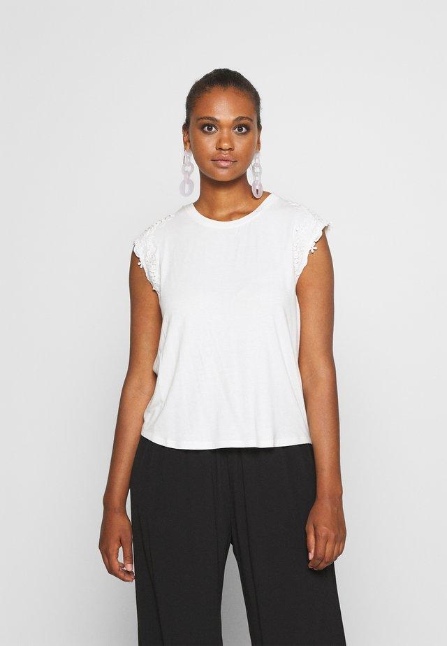 ONLALEXA - Camiseta estampada - cloud dancer