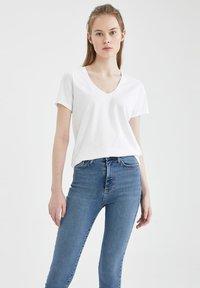 DeFacto - 2 PACK - Basic T-shirt - white - 0