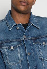 Calvin Klein Jeans - FOUNDATION SLIM JACKET - Veste en jean - mid blue - 4