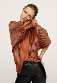 Mango - OVERSIZE À RAYURES - Button-down blouse - marron - 5