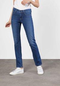 MAC Jeans - DREAM - Straight leg jeans - mid blue - 5