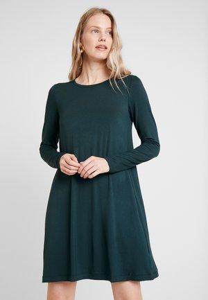 DRESS - Žerzejové šaty - essex green