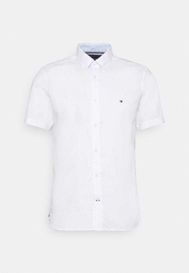 Tommy Hilfiger - SLIM TRAVEL OXFORD - Shirt - white