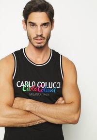 Carlo Colucci - PRIDE TANK - Top - schwarz - 3