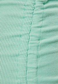 Bershka - MIT RAFFUNGEN - Denní šaty - green - 5