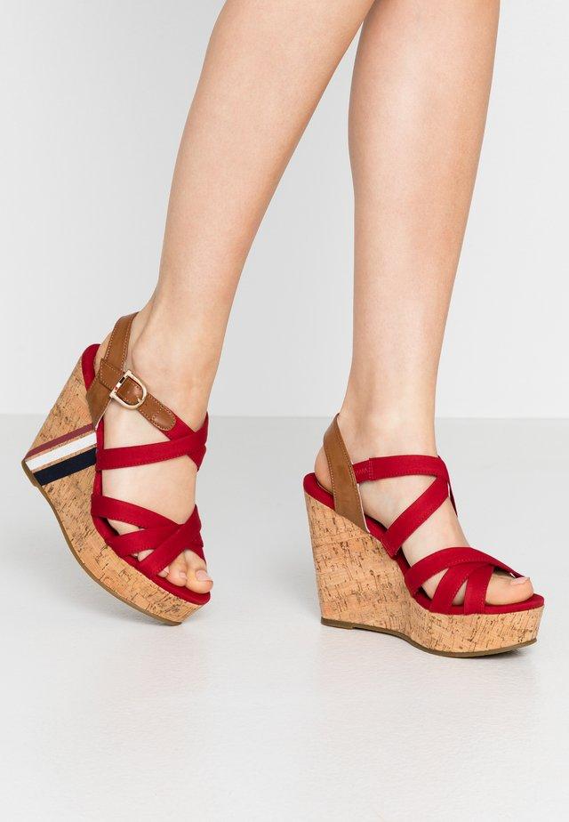 CAMILA - Korolliset sandaalit - red